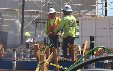 cbsn-0628-constructionworkersocial-1345453-640x360